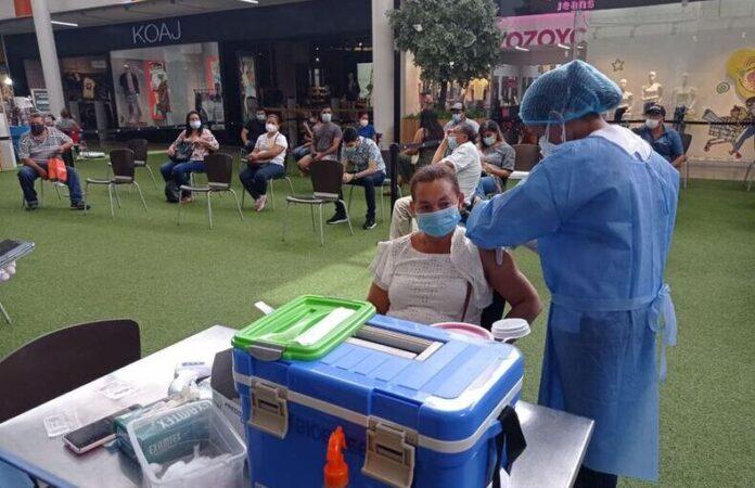 En Sucre ya vacunan contra la covid-19 a los mayores de 45 años - Noticias de Colombia