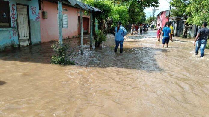 2 de Marzo, otro barrio evacuado por la emergencia en Guaranda - Noticias de Colombia