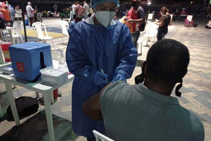 Sincelejo. Primeras y segundas dosis en una nueva vacunatón nocturna - Noticias de Colombia