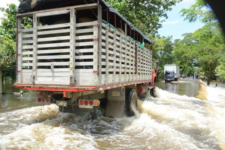 La vía San Marcos-Majagual, con grietas y paso controlado por inundaciones - Noticias de Colombia